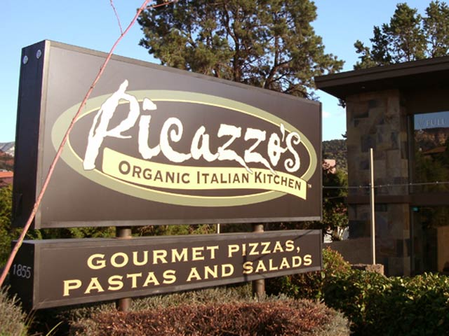 Picazzos pizza italian restaurant Sedona sign