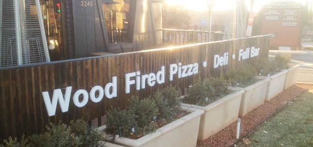 Pisa Lisa Wood Fired Pizza Sedona signage